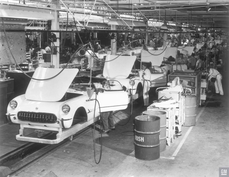 Corvettes coming down the St. Louis assembly line GM Media Archives RESIZED 3