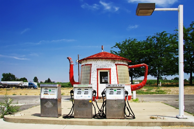 file 20150505132429 Teapot Dome Service Station